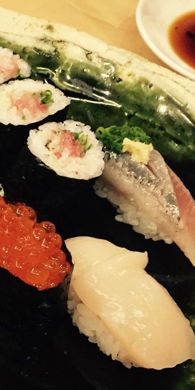 comida-japo-vino-blanco-min