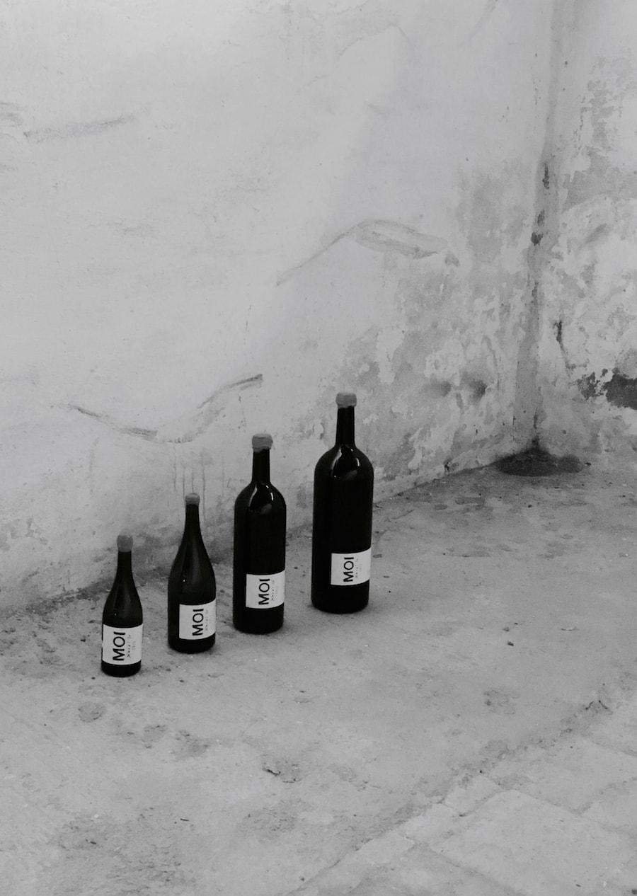 familia-vino-blanco-min